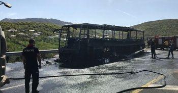 Bingöl'de seyir halindeki yolcu otobüsü yandı