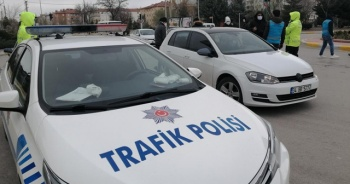 Çocukları pozitif olan karantinadaki kadın işe giderken yakalandı
