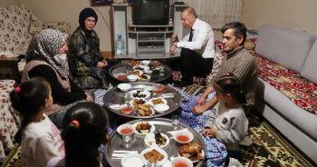 Cumhurbaşkanı Erdoğan bir vatandaşın evinde iftar yaptı