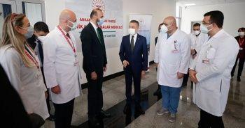 Cumhurbaşkanı Yardımcısı Oktay, Ankara Şehir Hastanesi Aşı Merkezi'ni ziyaret etti