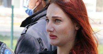 Erkek arkadaşına ceza yazıldığını düşünüp, gözyaşlarını tutamadı