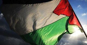 Filistin'de yüzlerce kişi seçimlerin ertelenmemesi için protesto düzenledi
