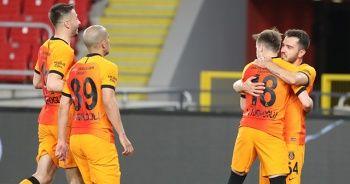 Galatasaray, Göztepe engelini rahat geçti