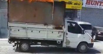 Giresun'da kağıt toplama aracı alev alev yandı