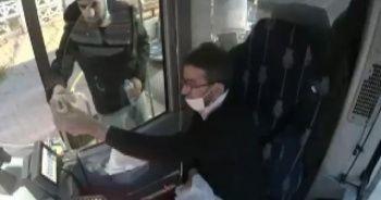 Halk otobüsü şoförü iftar yemeğini yolcu ile paylaştı