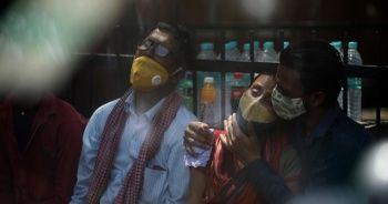 Hindistan'da kabus: Bir günde 332 bin vaka