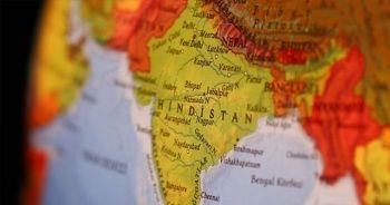 Hindistan'da karın ve göğüsten yapışık ikizler dünyaya geldi