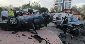 İki aracın çarpıştığı kaza kamerada