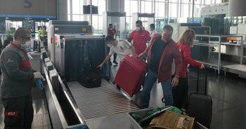 İstanbul'da tam kapanma öncesi havalimanı ve otogarlarda yoğunluk