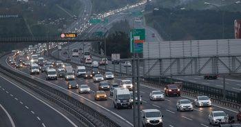 """İstanbul'da, """"tam kapanma"""" öncesinde kaçış trafiği"""