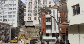İstinat duvarı çöken bina sakinleri mağduriyetlerini anlattı