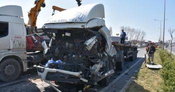 İzmir'de iki tır çarpıştı: 1 ölü
