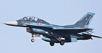 Japonya'da savaş uçakları çarpışmanın eşiğinden döndü