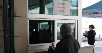 Kapıkule'de 'PCR testi ibrazı mecburiyeti' devam ediyor