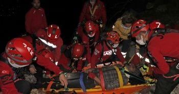 Kayalıklardan düşen şahıs 4 saat süren çalışma ile kurtarıldı