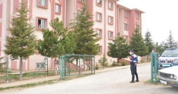 Komşularıyla mantı yapan koronalı kadın apartmanı karantinaya aldırdı