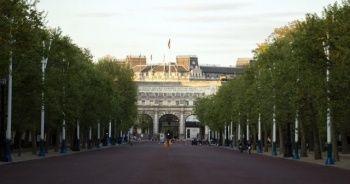 Londra'da baltalı şahıs paniği