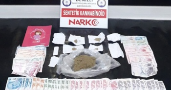 Polis banyo giderine dökülen uyuşturucuyu elektrikli süpürgeyle topladı