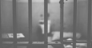 Sokak ortasında eşini defalarca bıçaklayan sanık 15 yıl hapse çarptırıldı