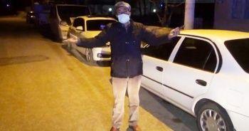 """Sokakta polise yakalandı, """"Virüsüm yok kendimi vururum"""" dedi"""
