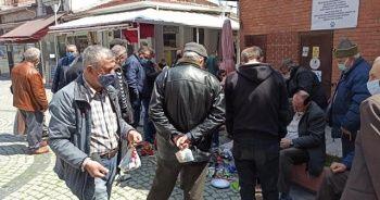 Sosyal mesafesiz sokak alışverişi