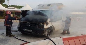 TEM'de seyir halindeki kamyonet alev aldı
