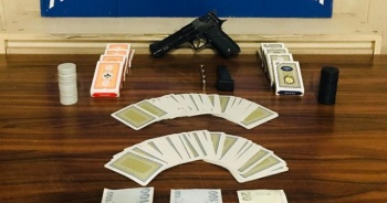 Temaslı olarak kumar oynamaya gitti, baskında ceza yedi