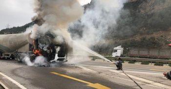Tır şoförü canını son anda alevlerden kurtardı