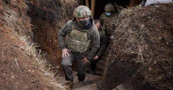 Zelenskiy, Donbass'ta askerlerle bir araya geldi