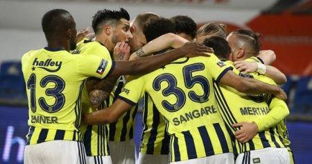 Başakşehir sahasında Fenerbahçe'ye 2-1 mağlup oldu
