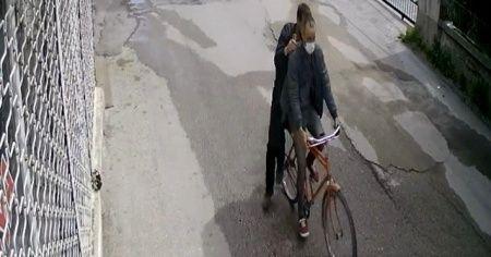 Bisiklet hırsızları önce kameraya sonra polise yakalandı
