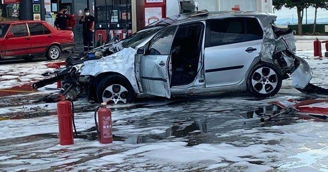 Arnavutköy'de feci kaza! Hakimiyetini kaybeden araç akaryakıt istasyonuna daldı