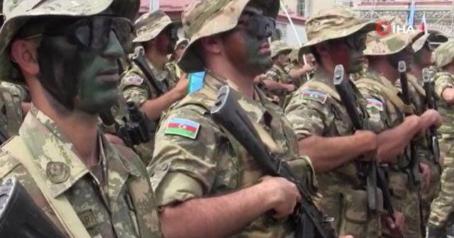 Azerbaycan askerinden Mehter'li kutlama