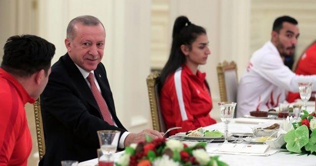 Cumhurbaşkanı Erdoğan, şampiyonlarla iftar yaptı!