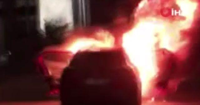 Filistinlilere yönelik saldırıları protesto için arabasını yaktı