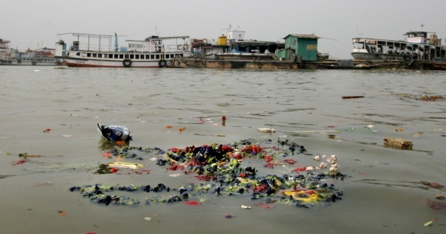 Ganj Nehri kıyısına 71 ceset vurdu