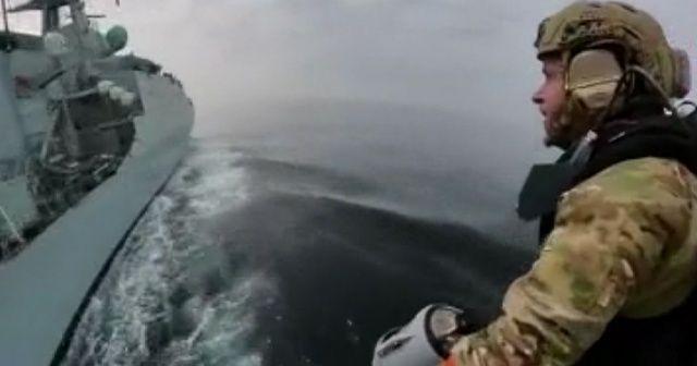 """İngiltere'de Kraliyet Donanması """"sırt roketi""""ni test etti"""