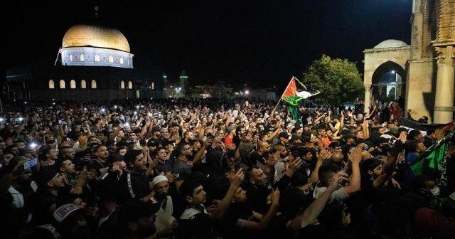İsrail polisi, sabah namazı sonrası cemaate saldırdı! 10 yaralı