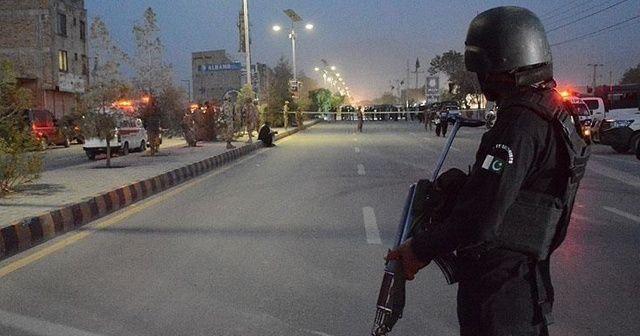 Pakistan'da bombalı saldırı! Ölü ve yaralılar var