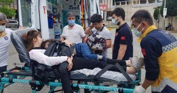 2.5 yaşındaki Asel kazada yaralanan annesinden ayrılamadı