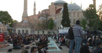 87 yıl sonra bir ilk: Ayasofya Camii'nde bayram namazı