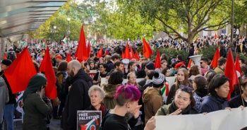 Avustralya'da binlerce kişi Filistinliler için sokağa döküldü