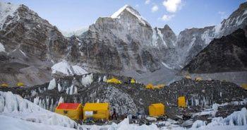 Dünyanın en yüksek noktası Everest'te korona virüs yayılıyor