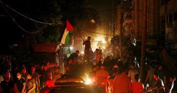 Filistinliler Gazze sokaklarında zafer kutladı