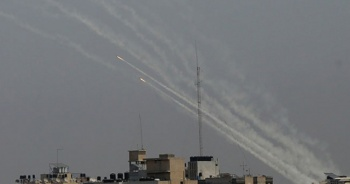 Filistinliler, İsrail'e ait enerji tesisini vurdu