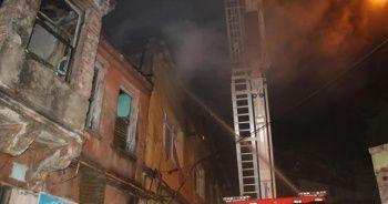 Fırın bacasından çıkan yangında 3 bina hasar gördü