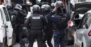 Fransa'da karakolda bıçaklı saldırı