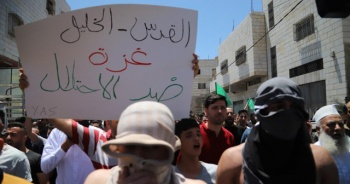 İsrail El Halil'deki Filistinlilere saldırdı