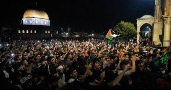 İsrail polisi, sabah namazı sonrası cemaate saldırdı