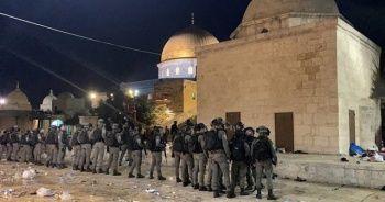 İsrail polisinden bir kez daha Mescid-i Aksa'da Filistinlilere saldırı